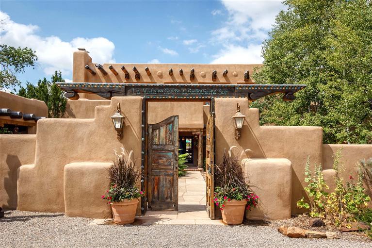 916 old santa fe trail santa fe nm 87501 mls 201202950 for Remodelacion de casas viejas